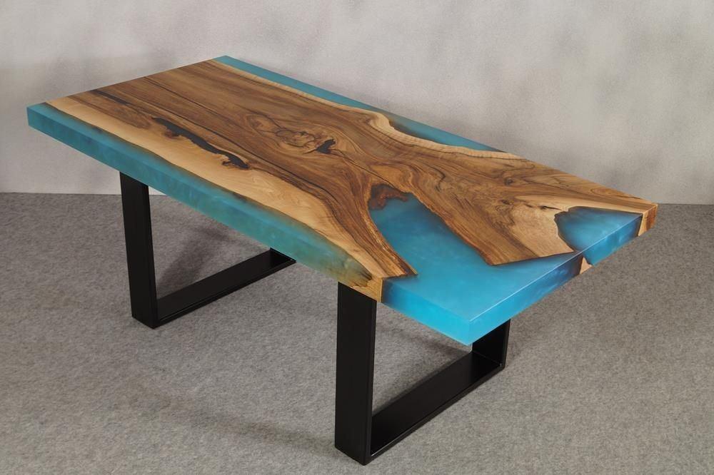 Holz Couchtisch mit Epoxidharz Füllung