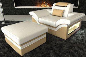 Ein Designer Sessel mit Stoffbezug und schöner LED Beleuchtung